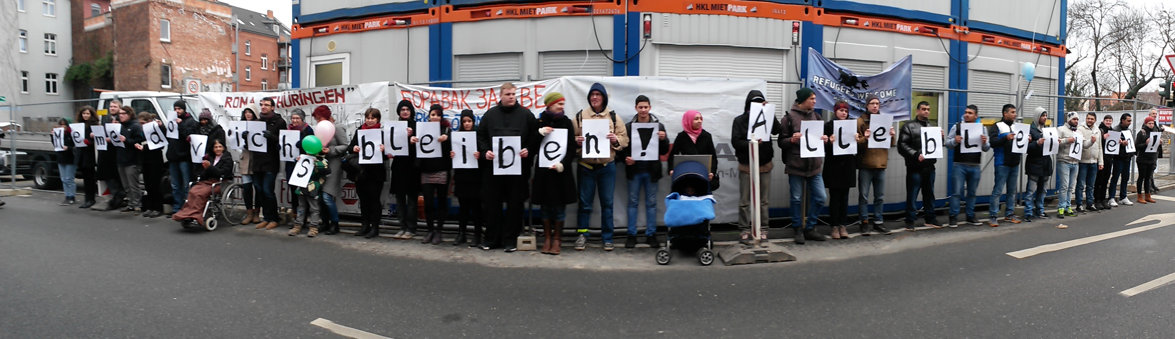 PM Kundgebung vor Ausländerbehörde in Erfurt 10.02.2015: Memedovich bleiben! Alle bleiben!