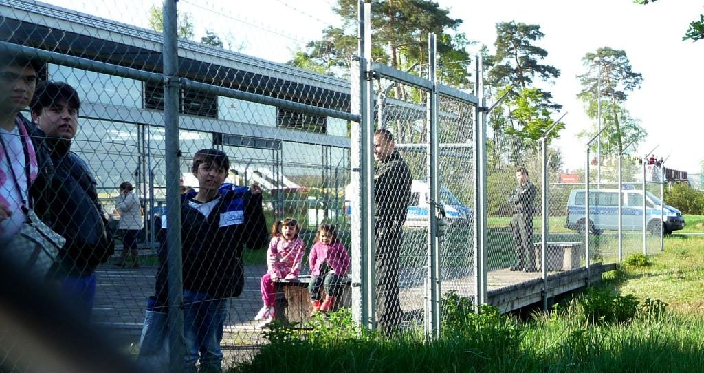 Kinder-Abschiebungen vom Baden-Airpark
